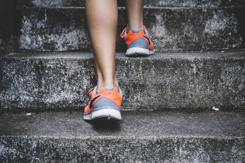sport schuhe treppe